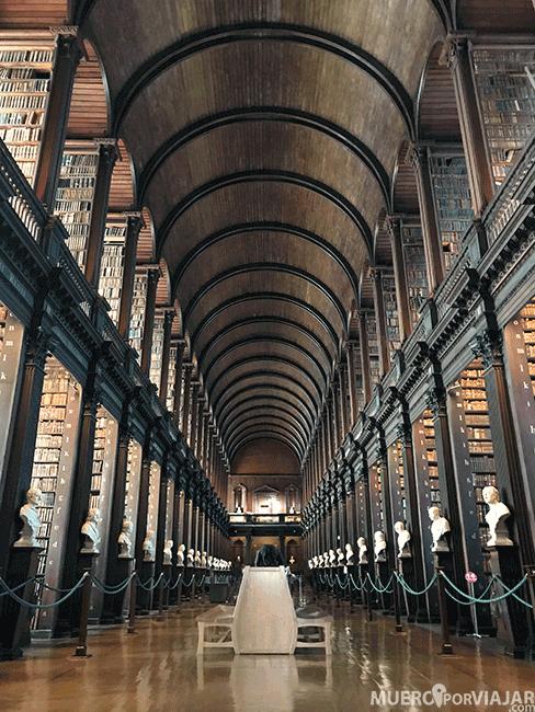 Biblioteca del Trinity College con más de 200.000 libros