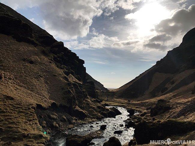 El camino a Kvernufoss