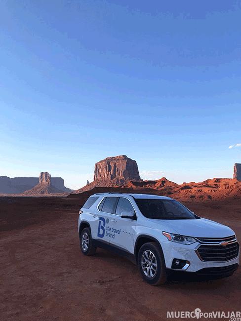 Nuestro coche en Monument Valley
