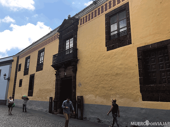 La colorida fachada de la Casa Alvarado Bracamonte