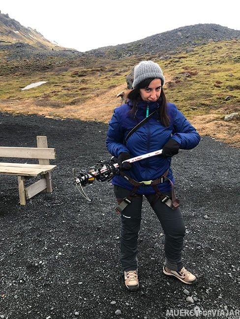 Preparada para la caminata por el glaciar Sólheimajökull