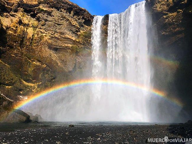 Arcoíris en la cascada Skógafoss