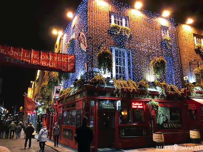 Temple Bar en Dublín (Irlanda) de noche