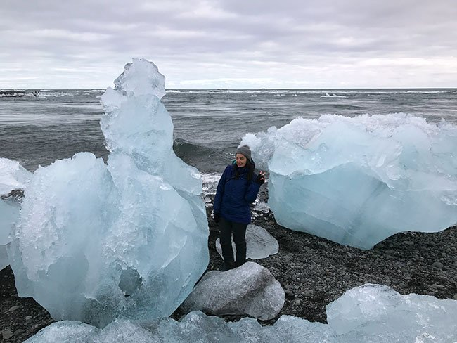 Es increible lo grande que pueden ser los bloques de hielo en Islandia