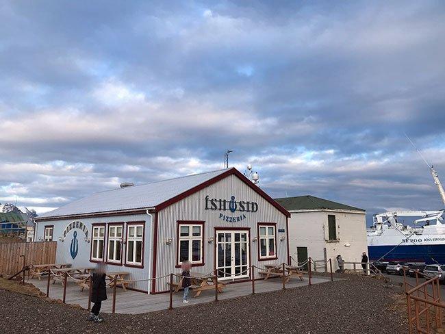Los bares y las casas de los pueblos de Islandia