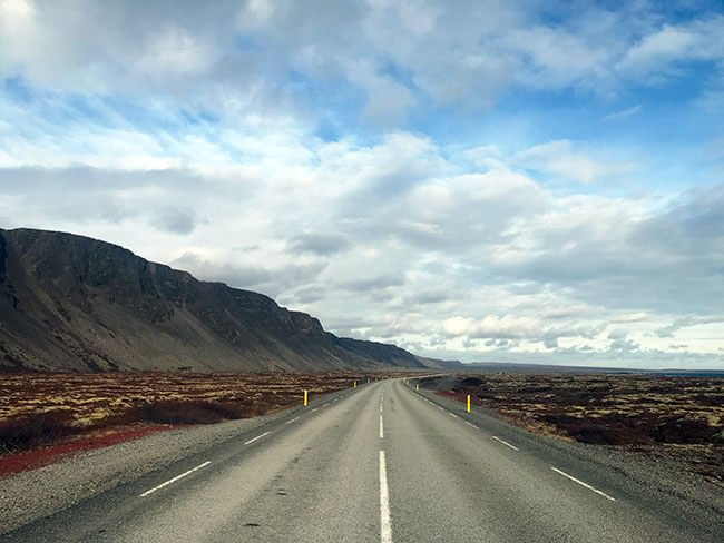 Circular por la carretera en Islandia es todo un espectáculo