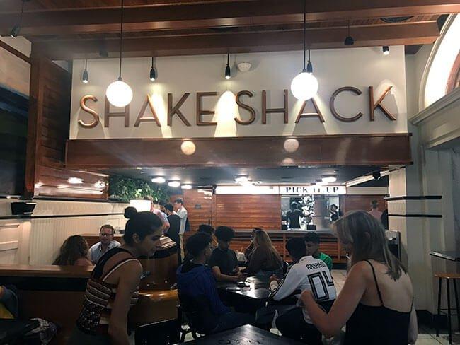 Nuestra primera hamburguesa en este viaje nos la comimos en Shake Shack