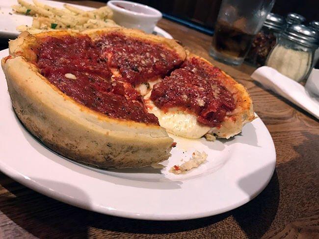 La famosa Deep Pizza de Giordanos en Chicago