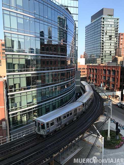 Desde el Wells Parking tienes unas vistas muy chulas del tramo elevado del metro de Chicago