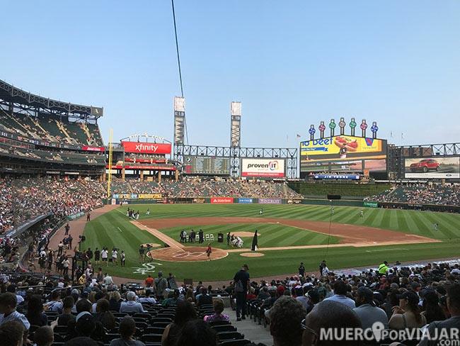 Durante los partidos de baseball se hacen homenajes y eventos