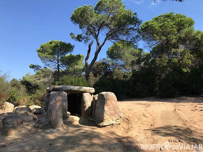 Sepulcro megalitico de Ca l'Arenes en el Maresme