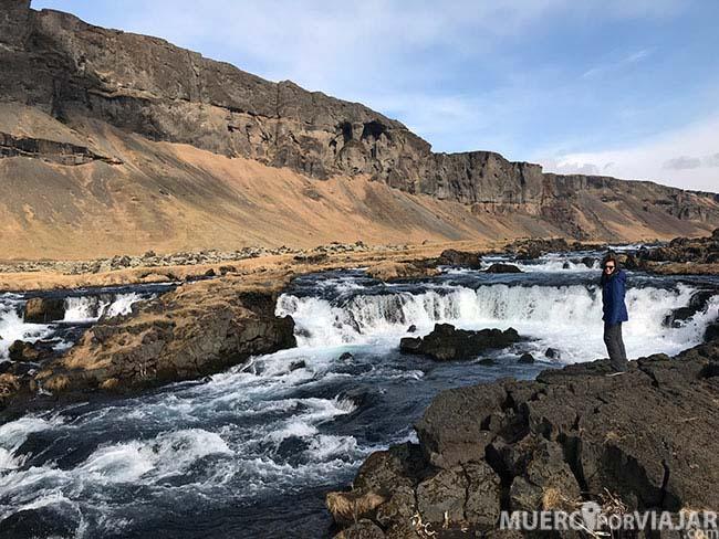 En Islandia puedes encontrarte cascadas y lugares preciosos en cualquier parte