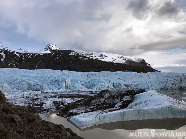 Los colores del glaciar Svinafelsjokull son espectaculares