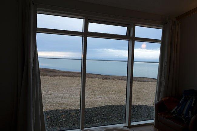 El hotel está situado en una gran extensión plana y cerca del mar