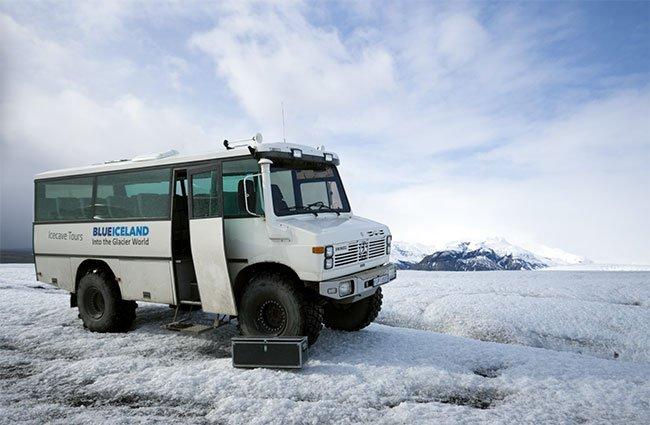 El transporte está perfectamente adaptado para recorrer la nieve y el hielo