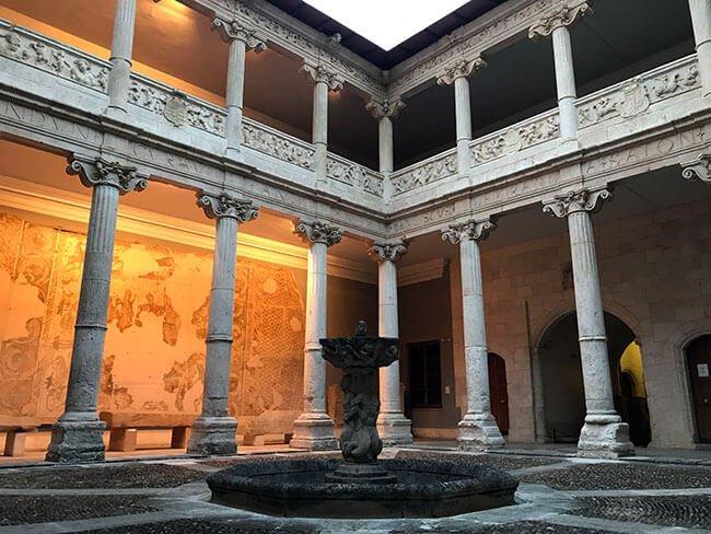El patio interior del museo de Burgos