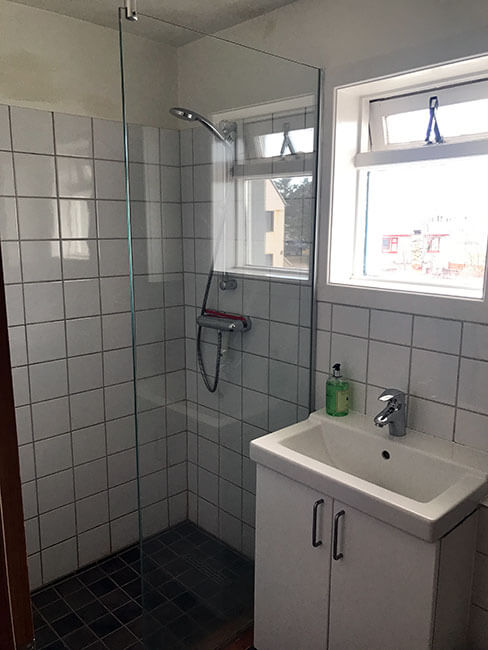 El baño con la ducha