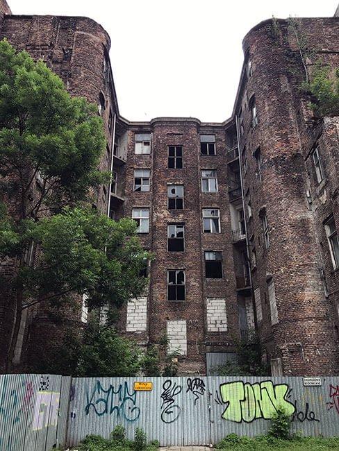 Edificio de Varsovia que quedó abandonado tras la guerra
