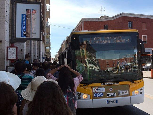 El bus en Pisa que te lleva a la estación de tren