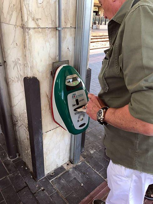 Hay que validar el billete antes de subir al tren