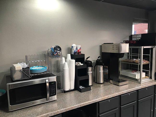 El desayuno estaba situado en la misma recepciñon del hotel, algo que descubrimos que era habitual en toda la Ruta 66