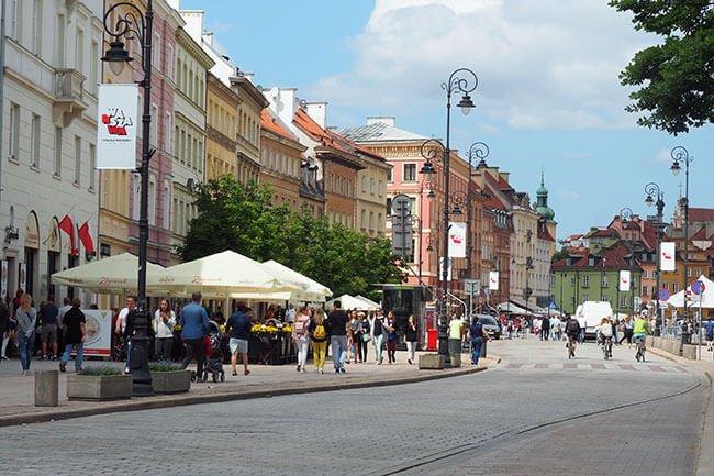 La calle Krakowskie Przedmieście es, probablemente, la calle más famosa y transitada de Varsovia