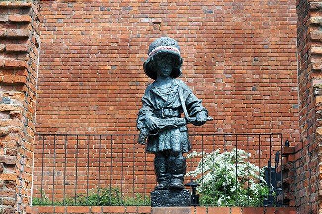 Estatua del pequeño insurgente en Varsovia