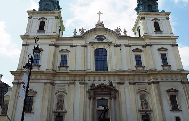 La Iglesia de la Santa Cruz en Varsovia