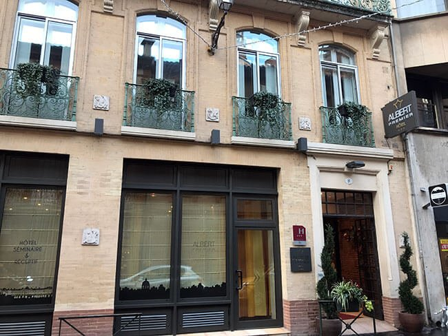 Entrada al hotel Albert 1er de Toulouse (Francia)