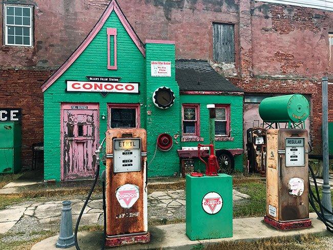 La pintoresca y curiosa Allen's Conoco Filli Station en la Ruta 66