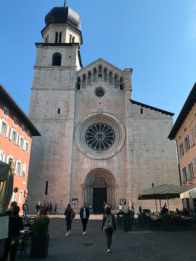 La catedral de San Vigilio en Trento, Italia