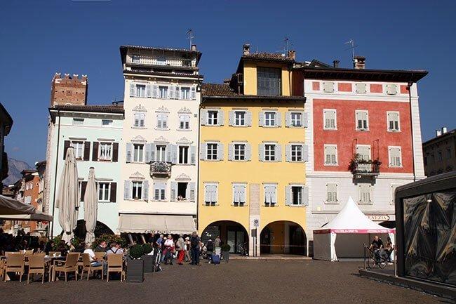Igual que en toda la zona, las calles de Trento son muy coloridas