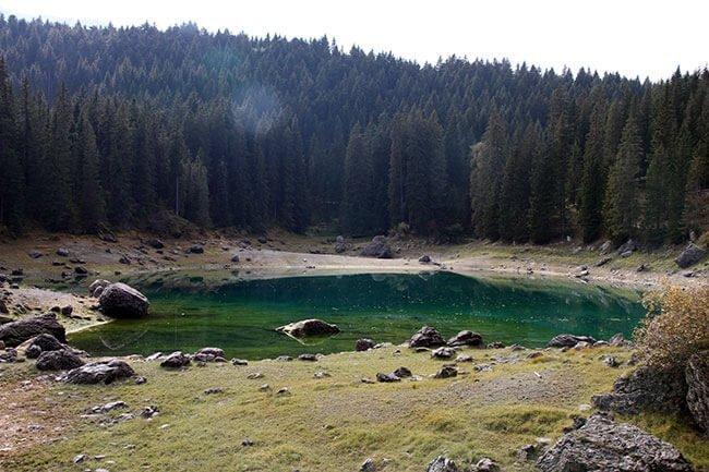 El Lago Carezza con sus colores muy vistosos
