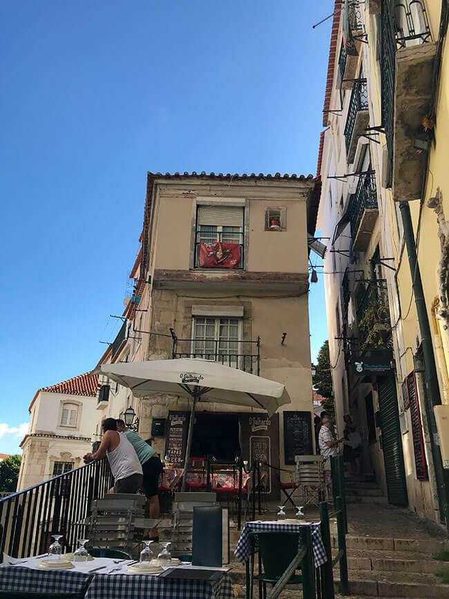 Ambiente en las calles del Barrio de Alfama