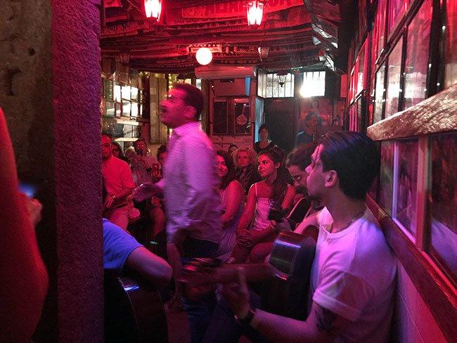 Escuchando fado en Lisboa