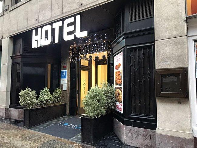 Entrada del hotel Cosmov Bilbao Hotel