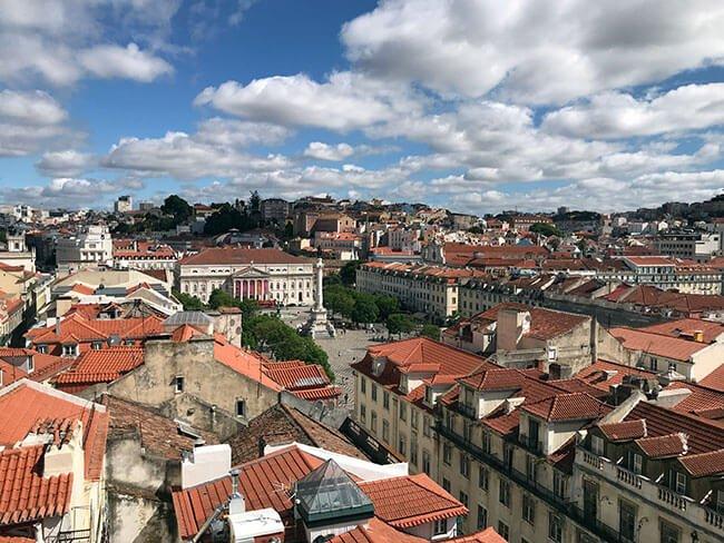 Mirador sobre el elevador de Santa Justa en Lisboa (Portugal)