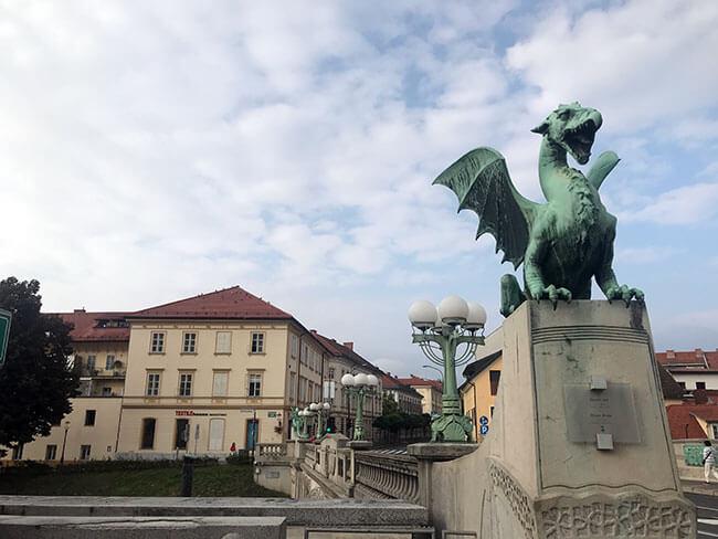 El Puente de los Dragones en el centro de Ljubljana