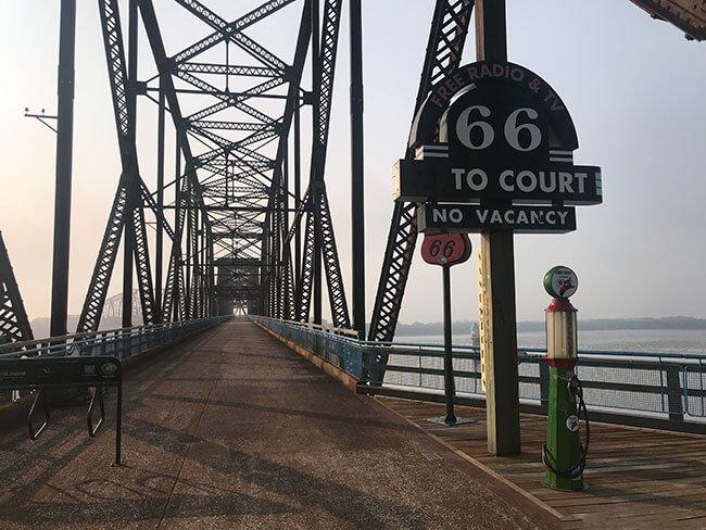 El puente Chain of Rocks sobre el río Mississippi y por donde se circulaba en la Ruta 66 original