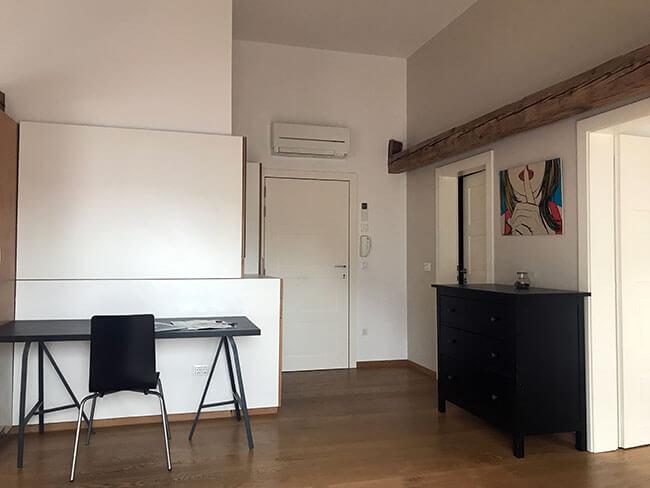 Todo el apartamento está remodelado y luce muy moderno