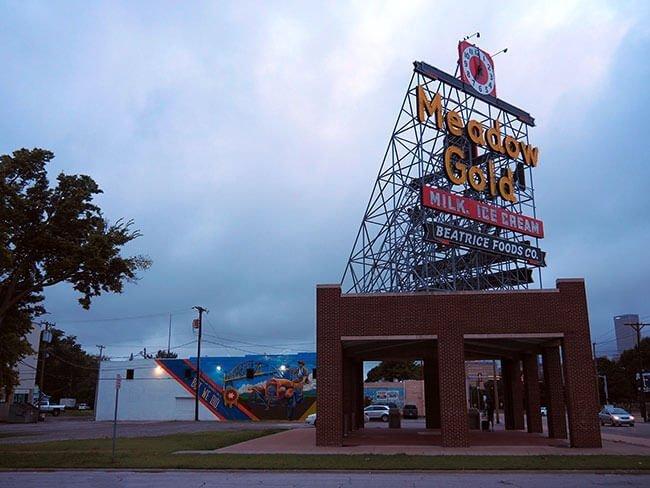 El famosos letrero Meadow Gold en Tulsa