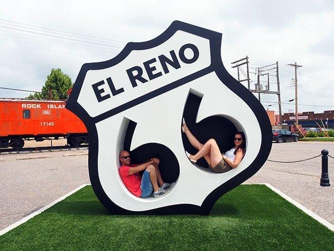 La enorme señal de Ruta 66 de El Reno en la que puedes meterte dentro