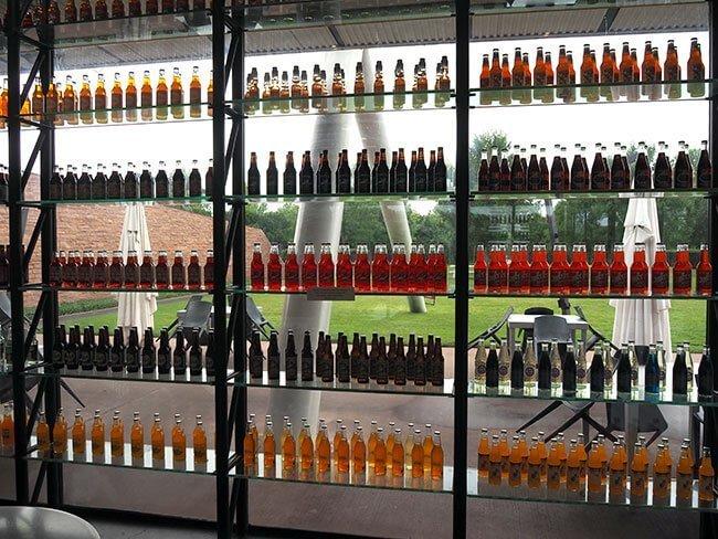 En Pops Arcadia puedes encontrar muchas botellas de soda de todo el mundo, una parada curiosa de la Ruta 66