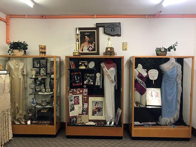El interior del Old Town Museum se compone mayormente de donaciones de la gente a lo largo de los años