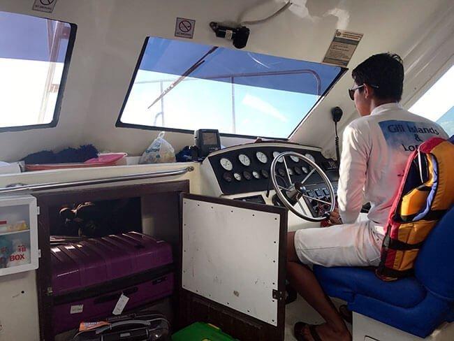 El barco publico que te lleva de Lombok a las Islas Gili en Indonesia