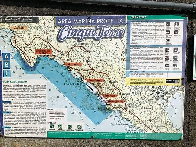 Mapa donde indican los senderos abiertos y cerrados de Cinque Terre