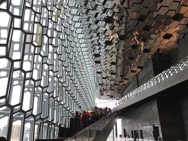 Interior del edificio Harpa