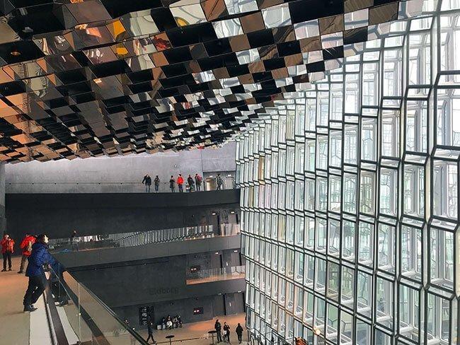 Perspectiva del interior del edificio Harpa