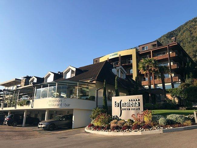 Entrada al hotel La Maiena Meran Resort