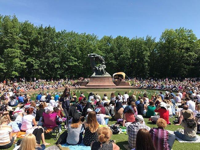 El monumento de Chopin en elParque Real de Łazienki de Varsovia